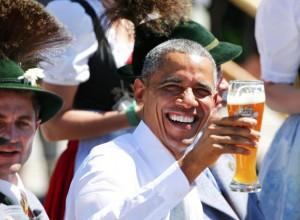 obama-beve-birra