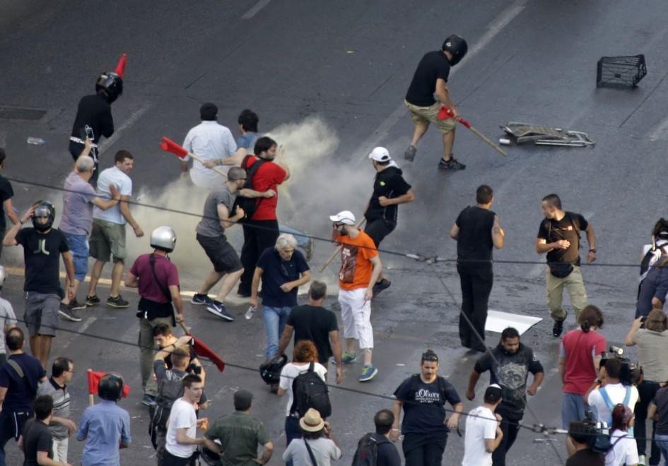 Referendum in Grecia, cortei ad Atene: scontri con la ...