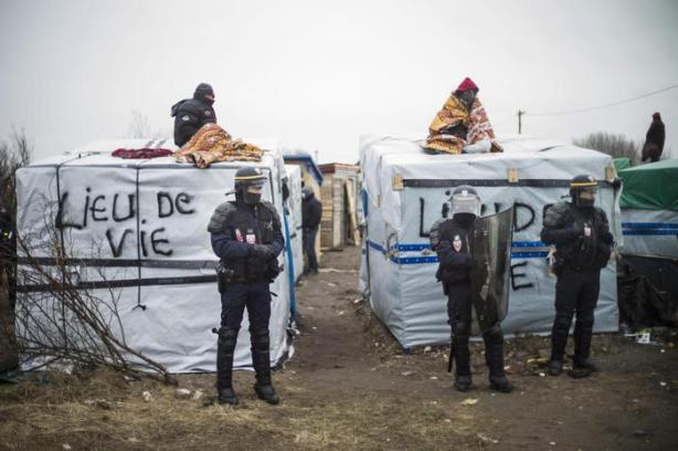 Start of the expulsion of a part of the Jungle migrant camp in Calais