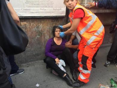 Un'attivista ferita dopo gli scontri tra polizia e i manifestanti dei movimenti per la casa al Campidoglio, Roma, 12 maggio 2016. ANSA/DOMENICO PALESSE